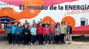 Usuarios de PLACEAT, Plasencia, visitan el Bus de la Fundación Repsol