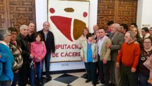 PLACEAT entrega un Tapiz-Repostero a la Diputación de Cáceres