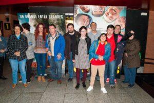 En la imagen, unos de los grupos de PLACEAT, posa junto al photocall de la Película Campeones que hay en los Multines Alkázar de Plasencia