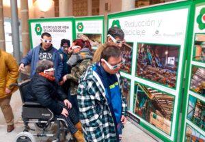 Exposición el círculo de la vida de los residuos - El Centro de Día de Placeat, aprende a reciclar