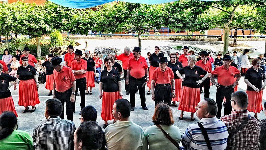 Bailoterapia, del Grupo de Mayores de la Avenida de la Vera, de Plaesncia, en PLACEAT