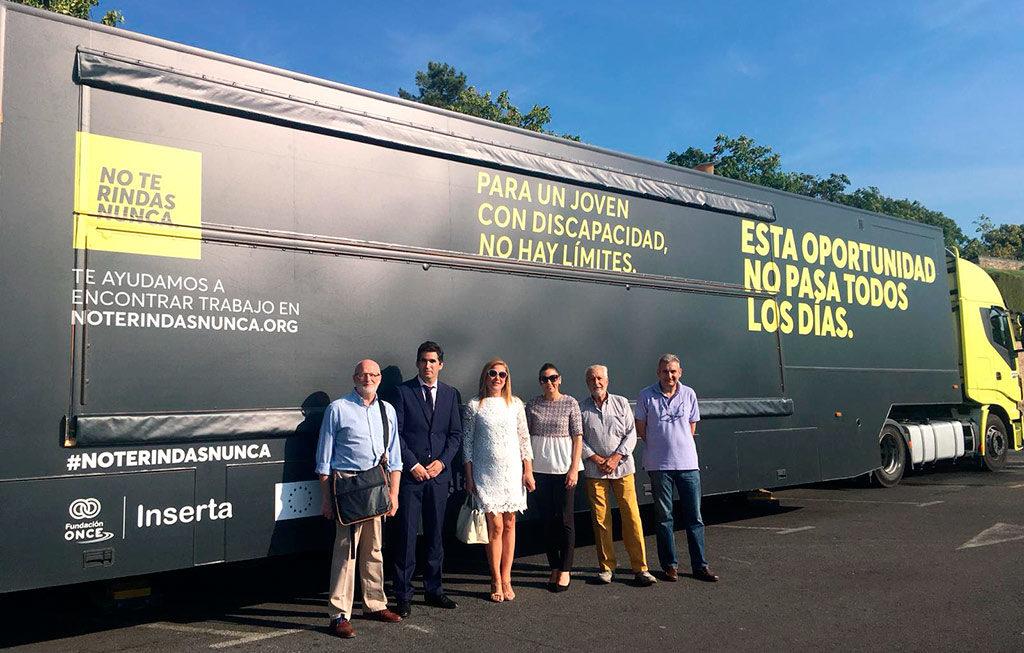 Autobús NO TE RINDAS NUNCA de la Fundación ONCE - INSERTA
