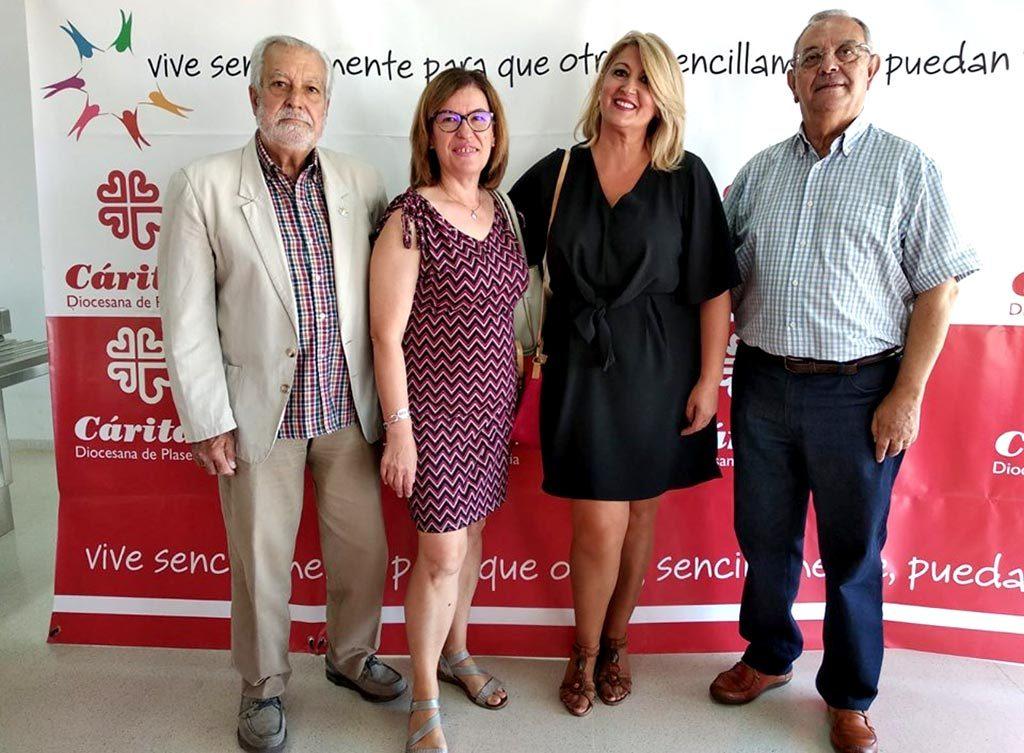 imagen de los representantes de placeat en el photocall de la clausura del curso de Cáritas Plasencia 2019