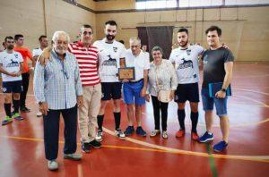 Imagen de grupo del Partido Solidario del Club Deportivo Ahigal a favor de Placeat