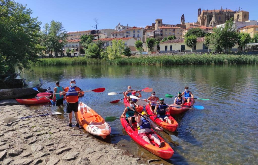 Convenio entre PLACEAT y el Club de Piragüismo Valle del Jerte